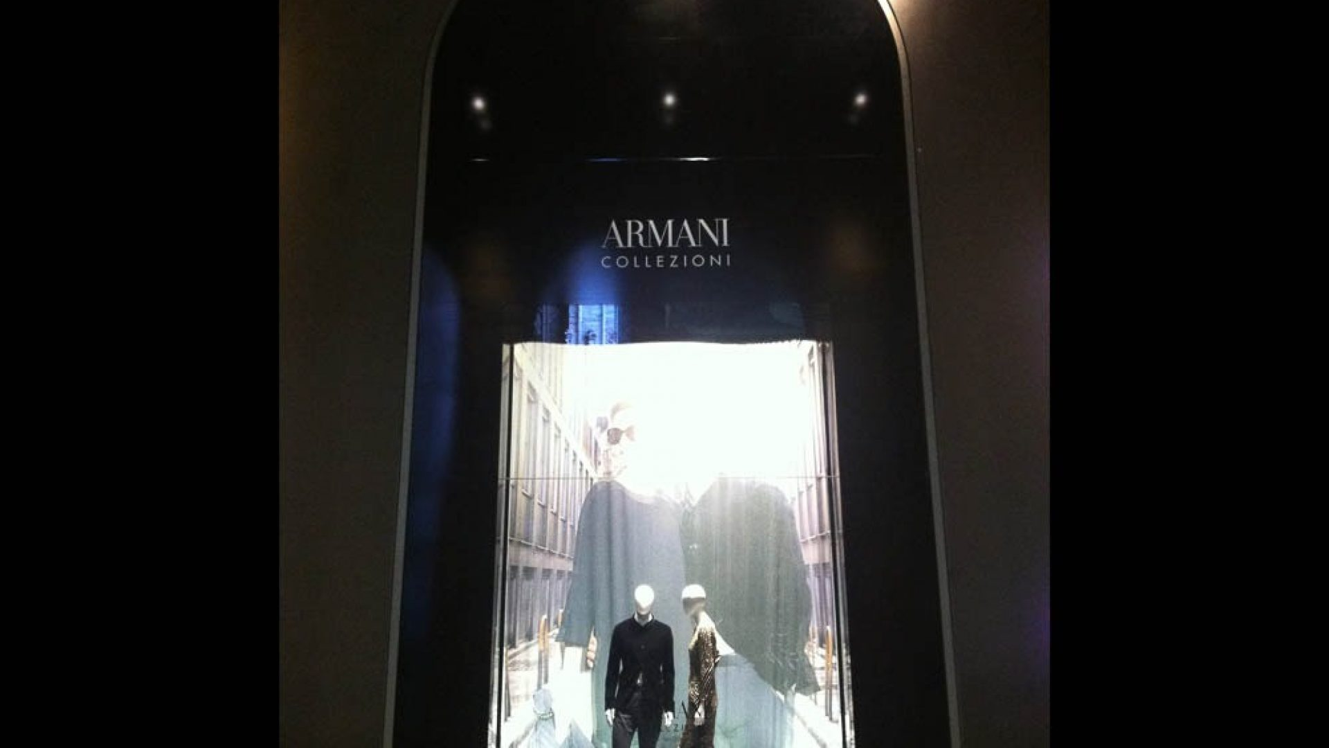 Armani - Realization of all 8 windows of La Rinascente Milan
