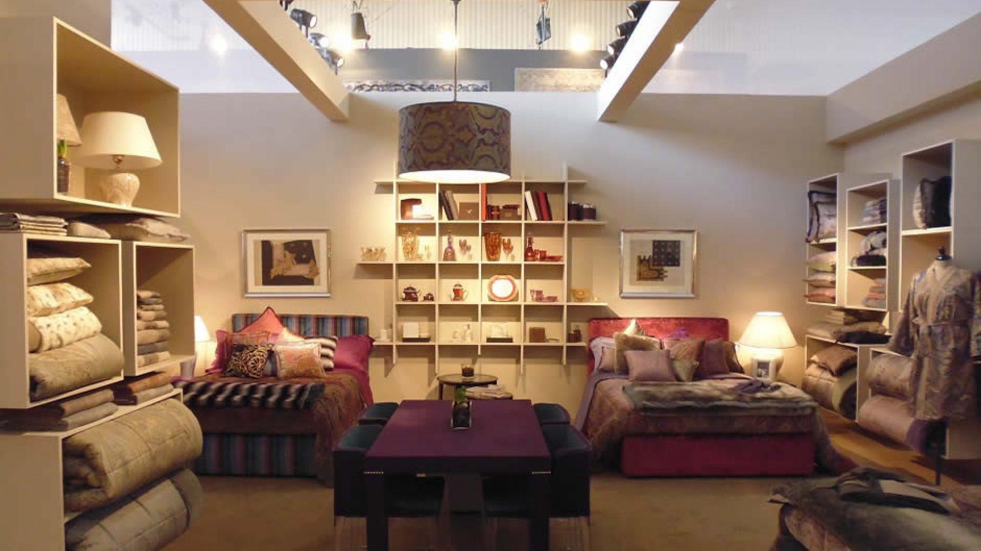 Etro - Accurata razionalizzazione degli spazi per un'esposizione essenziale ma d'impatto   - by Artes Group International