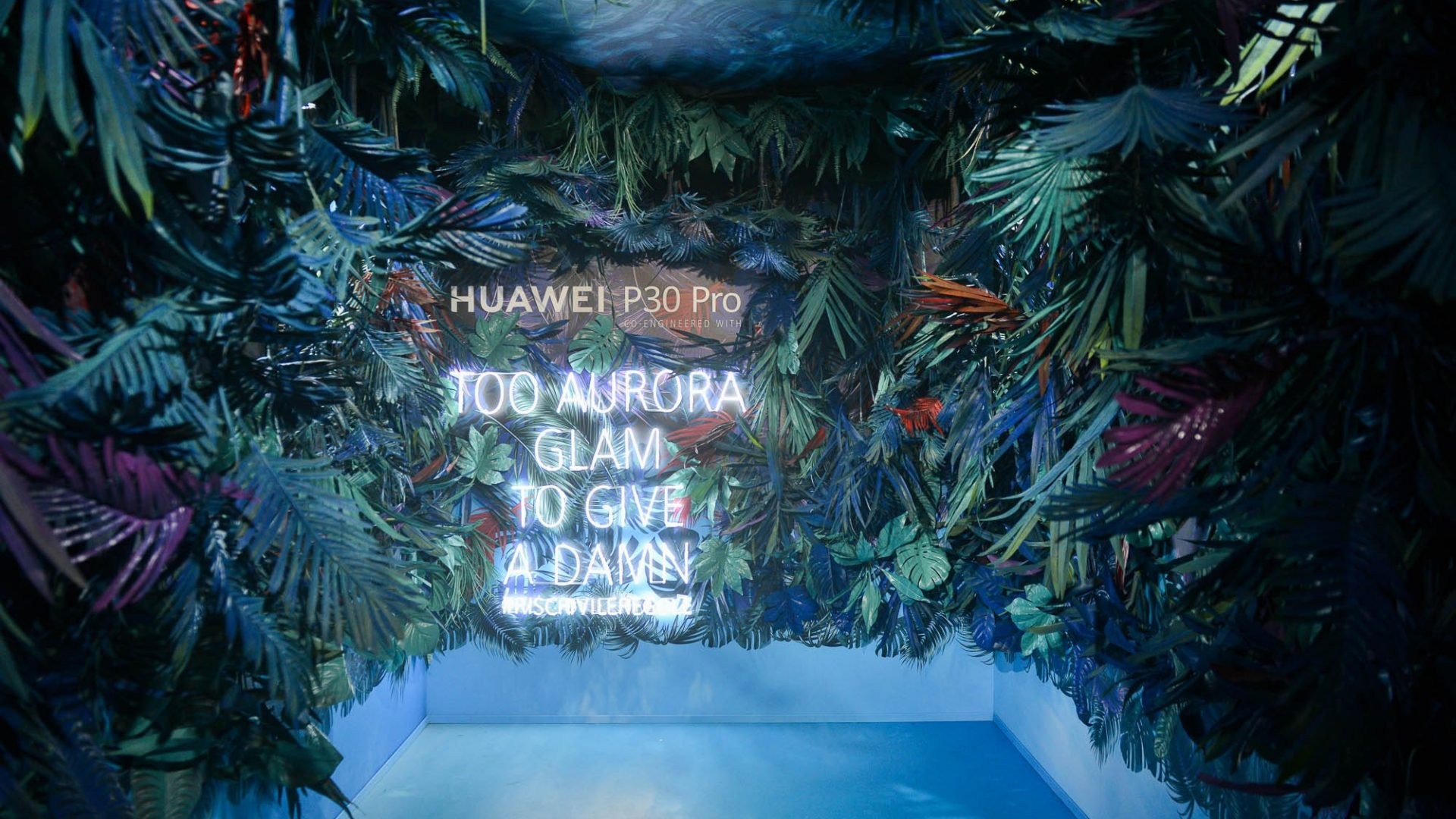 LFM Group per Huawei 2019 - Experience Box for playful/sensory effects for IG photos  - by Artes Group International