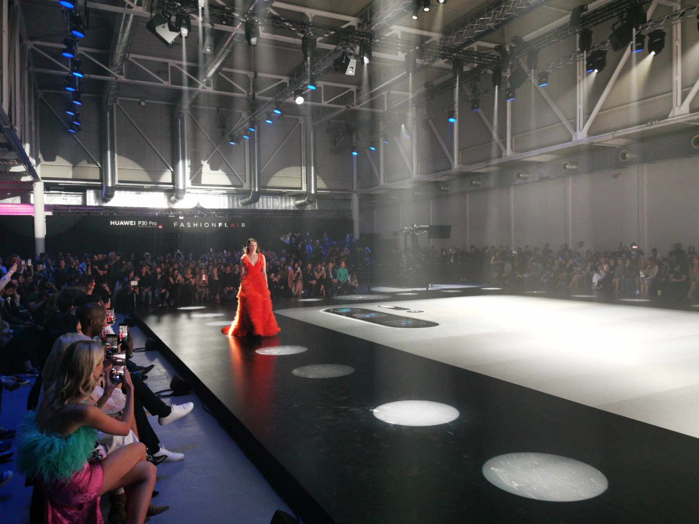 LFM Group per Huawei 2019 - The stage was made with a special selection of top materials
