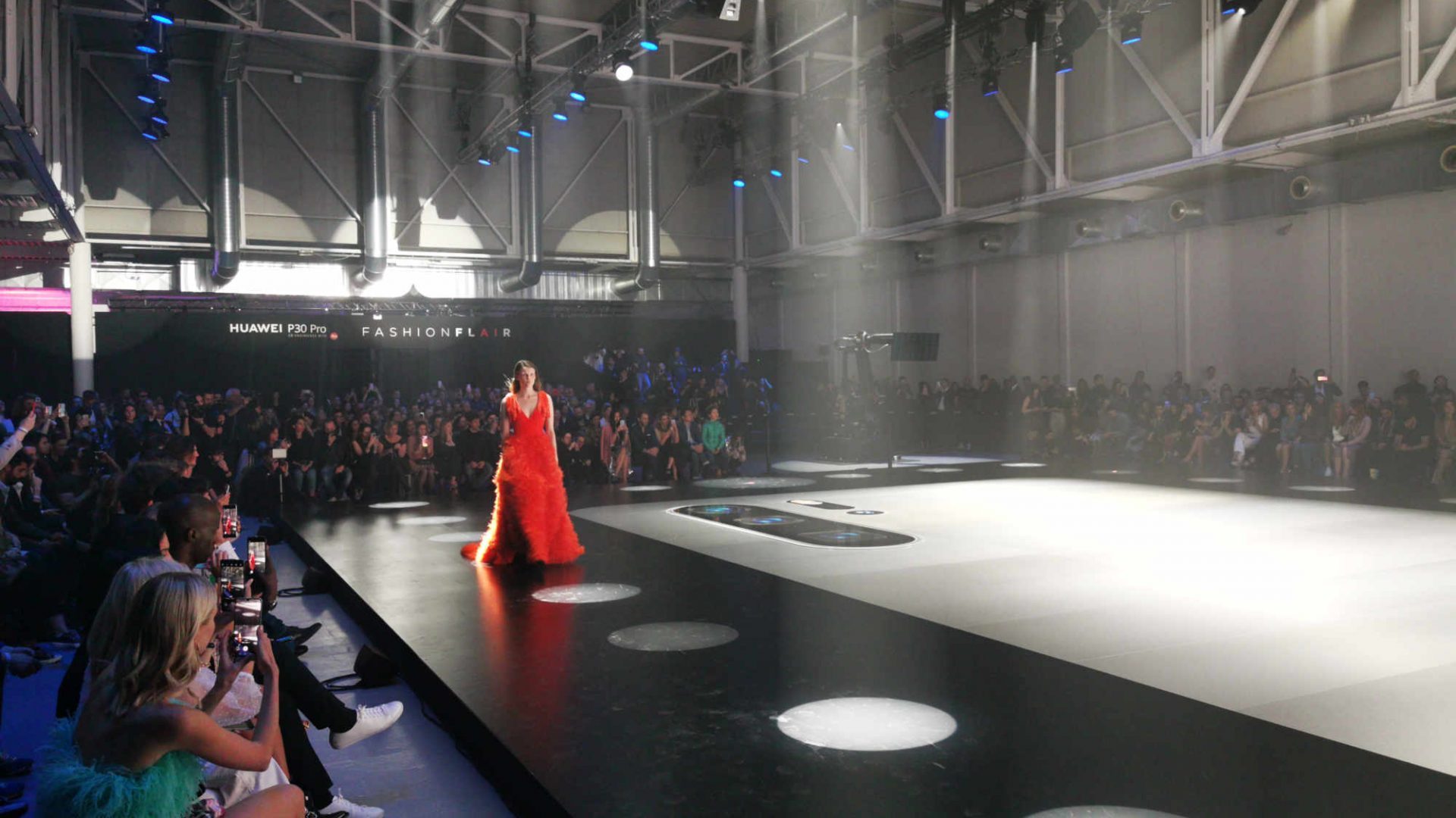 LFM Group per Huawei 2019 - The stage was made with a special selection of top materials  - by Artes Group International